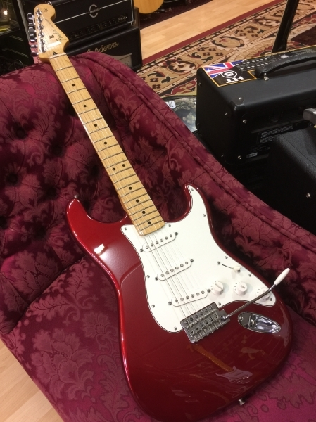 squier-standard-stratocaster-bordeaux-red-1