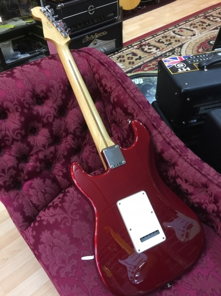 squier-standard-stratocaster-bordeaux-red-3